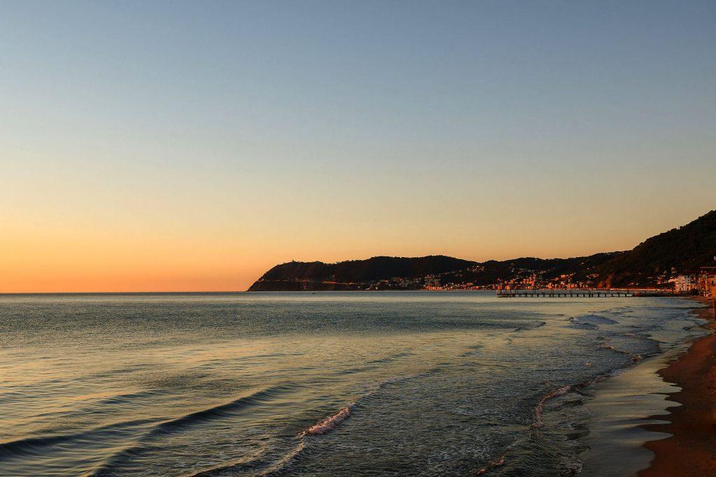 Panorama dalla spiaggia | Colonia Marina di Bra - Casa Vacanze Laigueglia