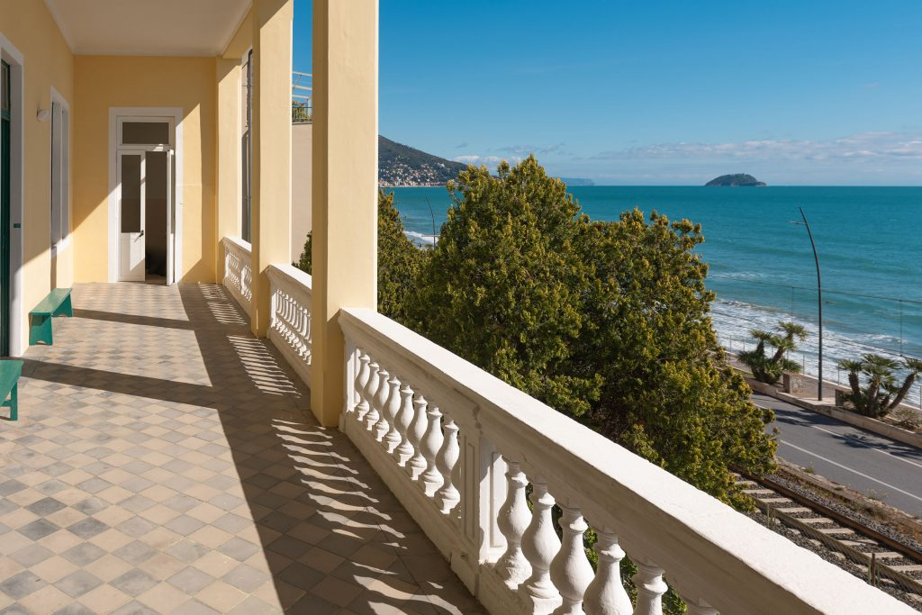 La balconata ed il panorama dal primo piano | Colonia Marina di Bra - Casa Vacanze Laigueglia