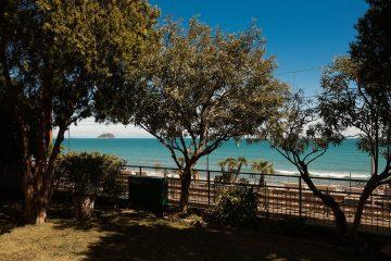 Il prato vista mare con l'isola della Gallinara | Colonia Marina di Bra - Casa Vacanze Laigueglia